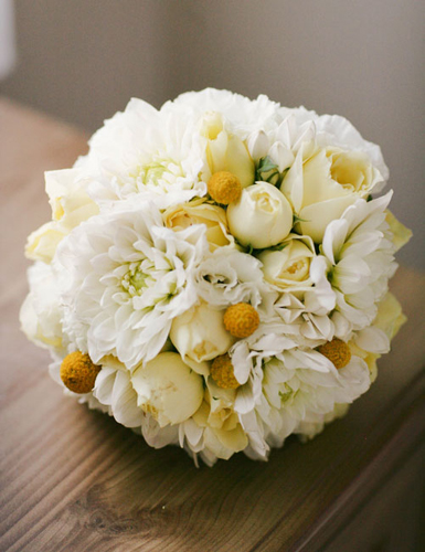 Yellow-and-white-bouquet